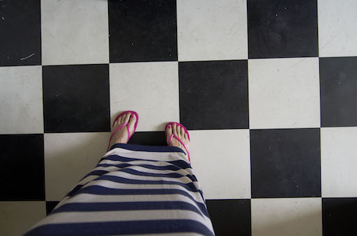 feet on squares small